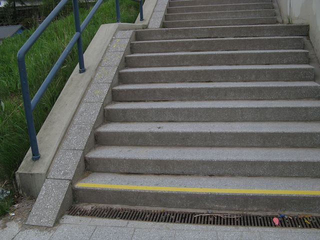 File:Steps bicycle ramp.jpg
