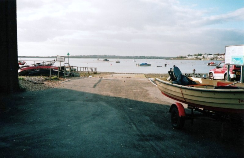 File:Mudeford low tide 2.png