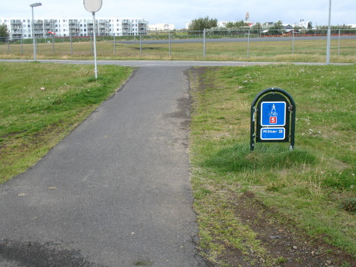File:Iceland shared path.JPG