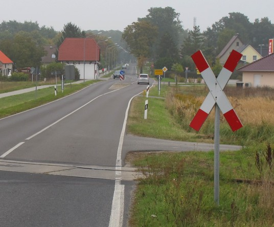 File:Level crossing uncontrolled.jpg
