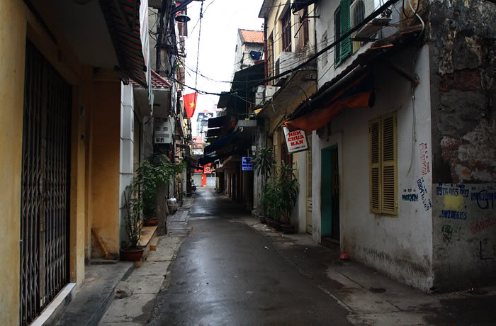 File:An Alley in Hanoi.jpg