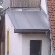 Roof with metal