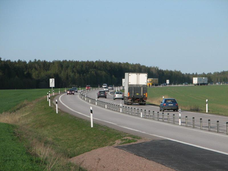 File:E20 2plus1 west of Skara.jpg