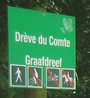 File:Image-Sonian Forest - Brussels signs - footway.jpg