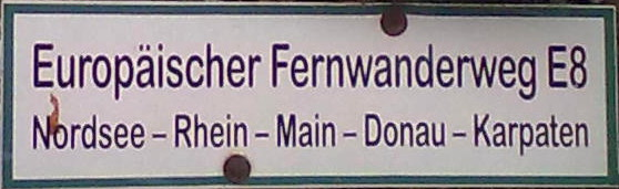 File:E8 Fernwanderweg sign.jpg
