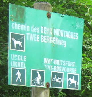 File:Image-Sonian Forest - Brussels signs - dog on leash.jpg