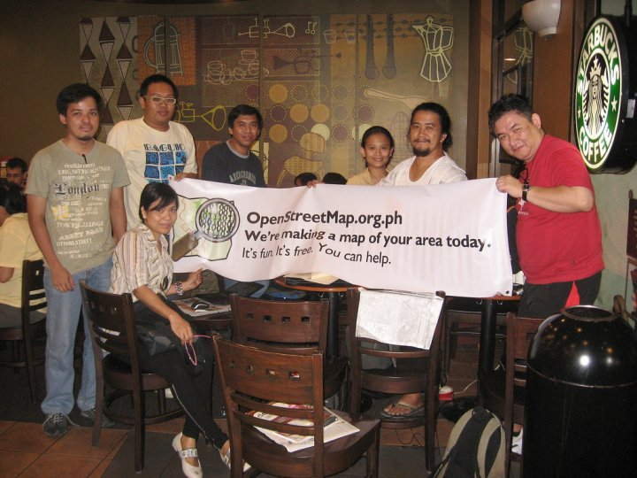 File:Ortigas-Mandaluyong Mapping Party group shot.jpg
