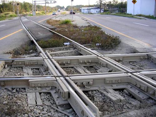 File:Railroad crossing at grade also known as a diamond.jpg