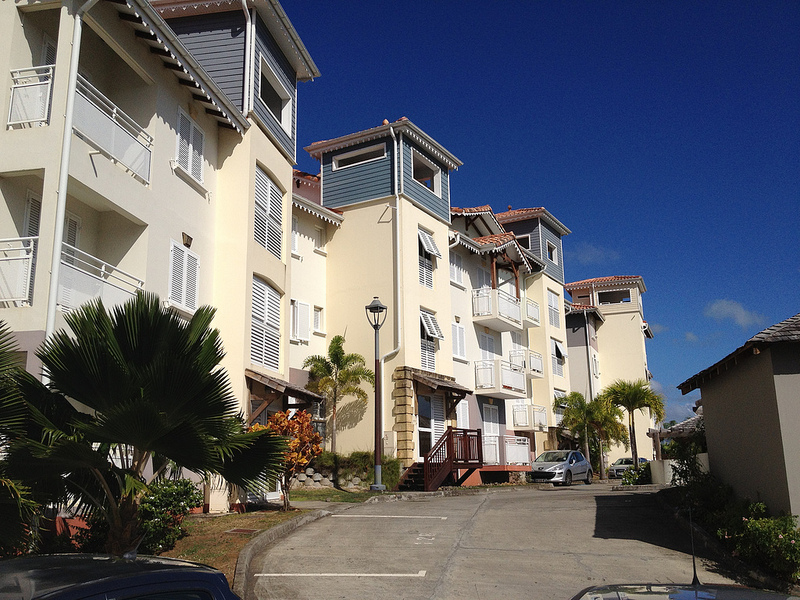 File:HolidayFlats Martinique.jpg