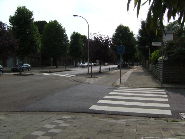 File:Belgium road with D7 and pavement.jpg