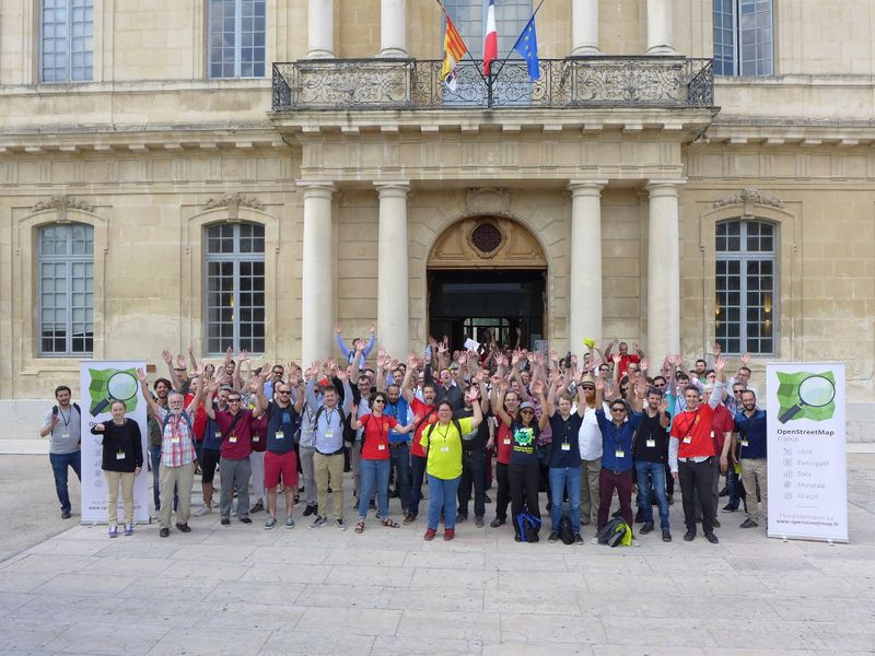 File:State of the Map France 2017 - Group photo hands up.jpeg