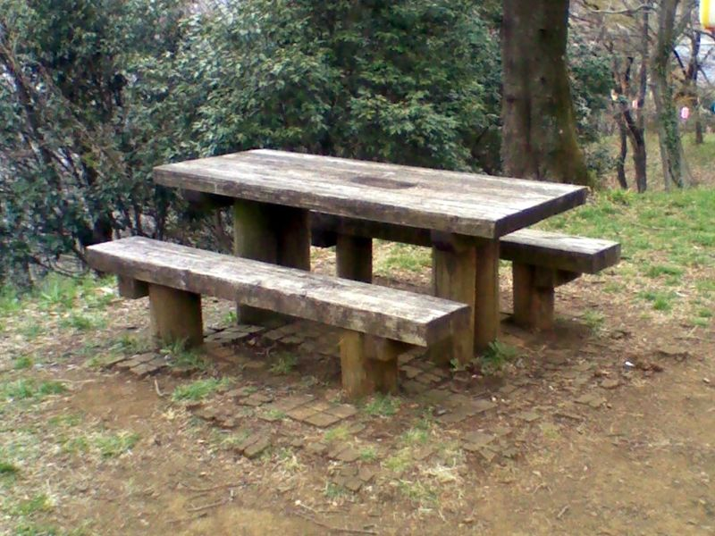 File:Bench with table jp.jpg