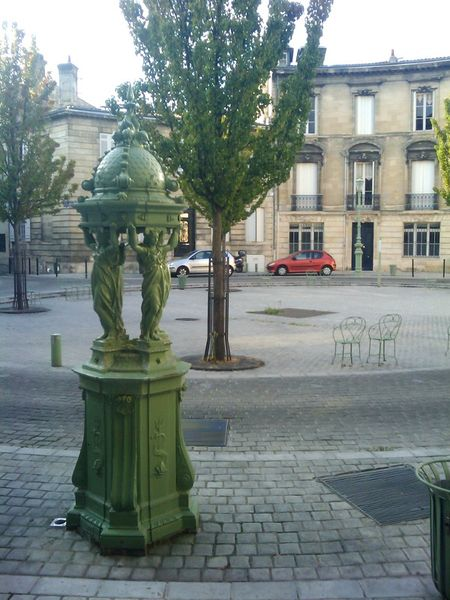 File:Fontaine Wallace, Place Mitchell, Bordeaux, France.jpg