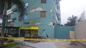 Damaged building ecuador.jpg