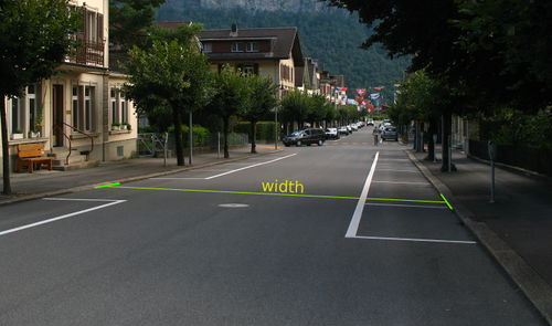 street with overlaid measurement arrows