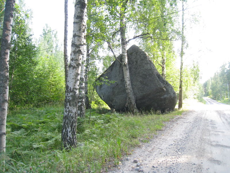 File:Big rock at saynatsalo.jpg
