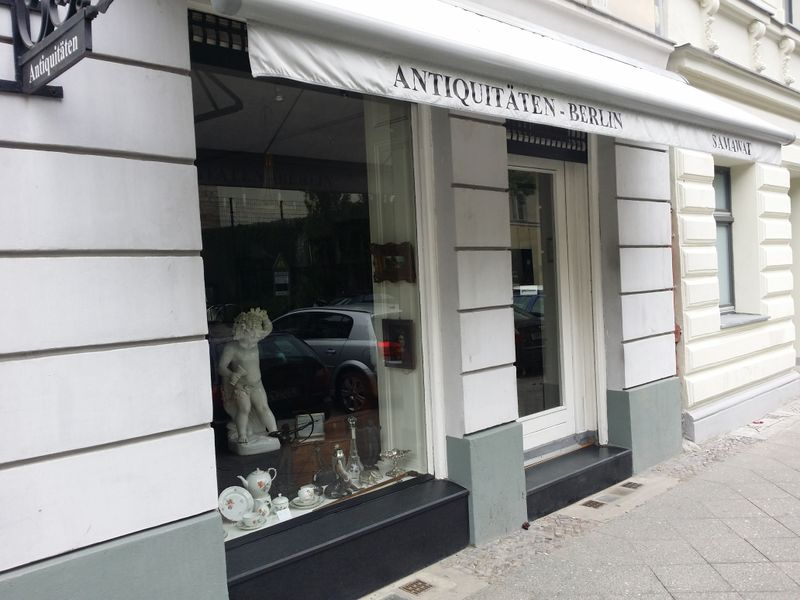 File:Antiques shop berlin.jpg