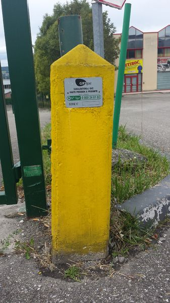 File:French gas pipeline ground marker.jpg