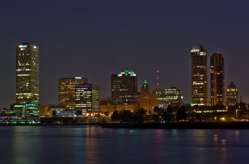File:Milwaukee skyline Hoefler.jpg