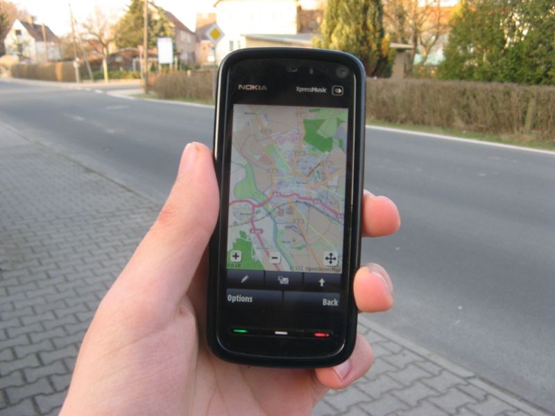 File:OSM on a Smartphone.JPG