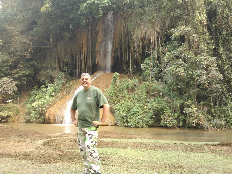 File:User Russ McD in front of Phu Sang waterfall.jpg