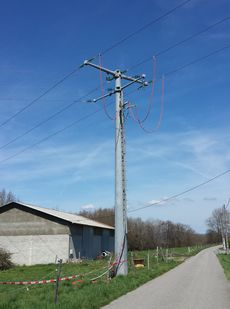 French 20kV pole.jpg