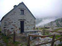 tourism=wilderness_hut