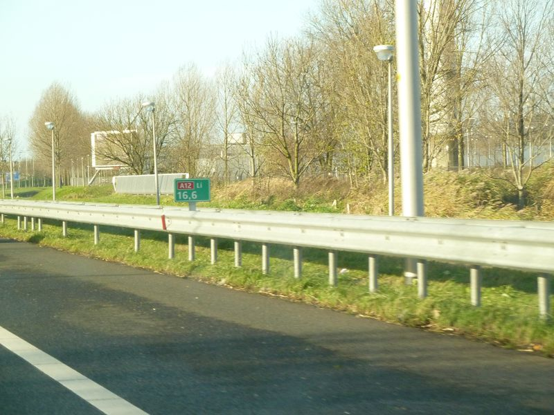 File:Hectometerpaal A12.jpg