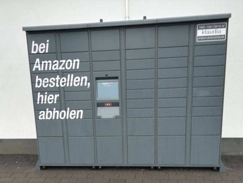File:Amazon locker germany.jpg