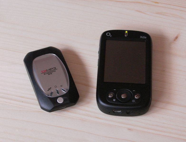 File:GPS-Mouse.and.Smartphone.01.jpg