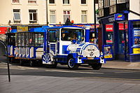 Trackless train in Exmouth (6499).jpg