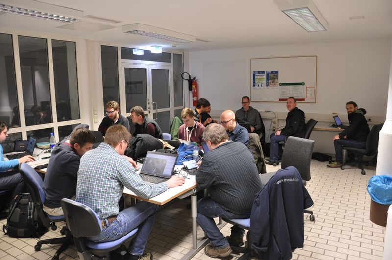 File:Nach der FOSSGIS2017-Mappingparty 1.jpg