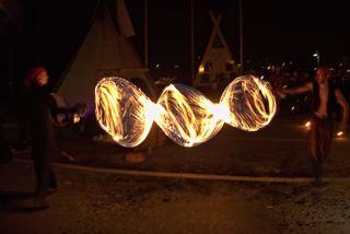 Feuershow bei den Vierten Abenteuertagen zur Samstag Nacht