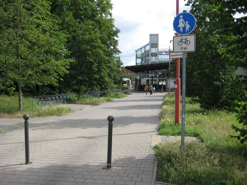 File:Nuremberg-Herrnhuette-Footway-Bike-allowed.jpg