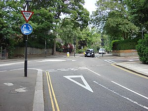 Mini Roundabout - geograph.org.uk - 529380.jpg