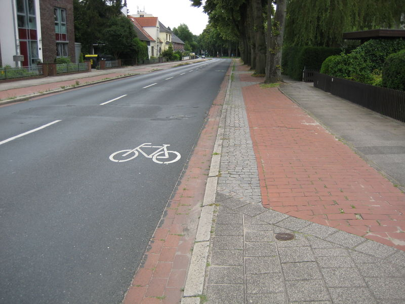 File:Bremen street with cycleway and sidewalk 2.jpg
