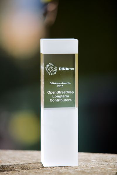 File:DINAcon 2017 award.jpg