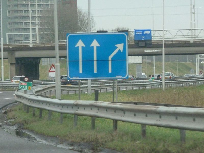 File:A16 arrow sign example.jpg
