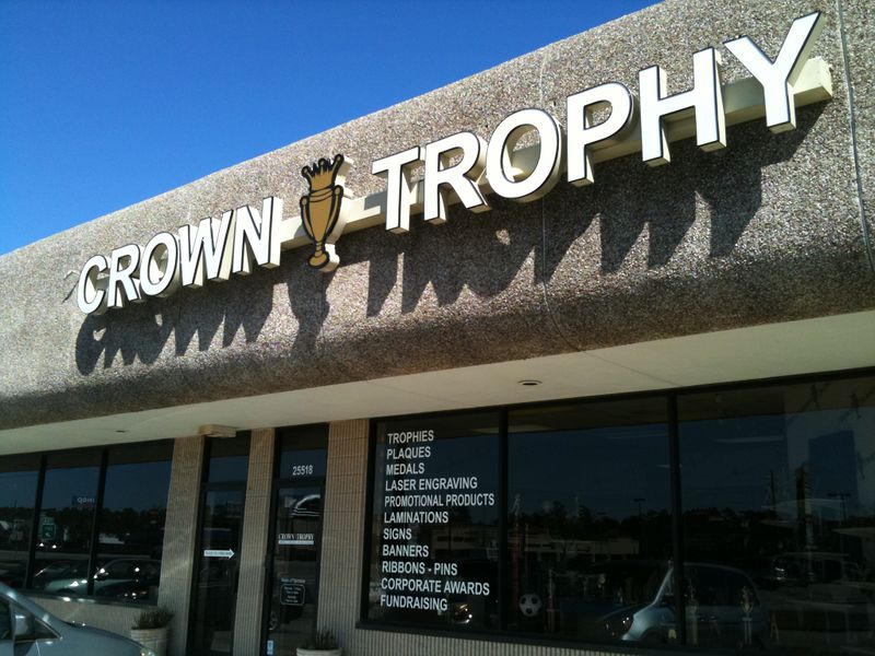 File:Crown-Trophy shop.jpg