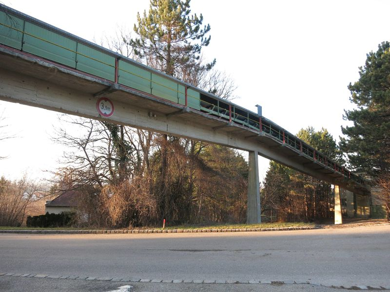File:Mannersdorf conveyor4.jpg