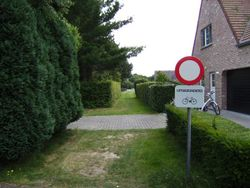 Belgium road path novehicles exceptbicycles unpaved.jpg