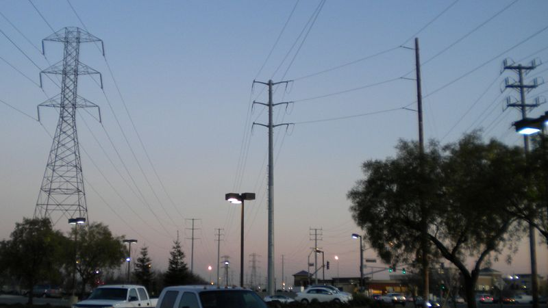 File:Powerlines4.jpg
