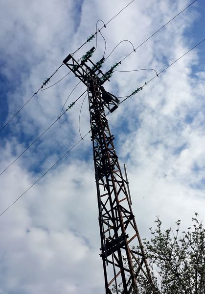 File:Power tower medium voltage line.jpg